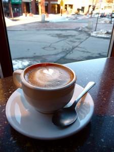 Mit den Kaffeemaschinen von Nivona wird die latte macchiato zum Kinderspiel